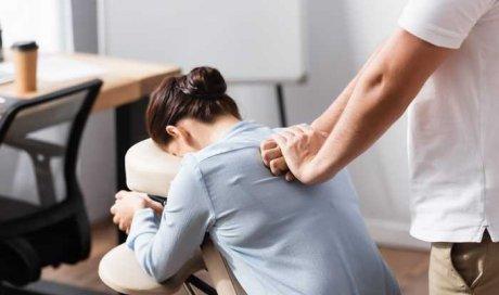 Massage assis du dos à Lyon